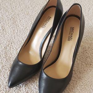 Shoes - Michael Kors Black Pumps Size 6